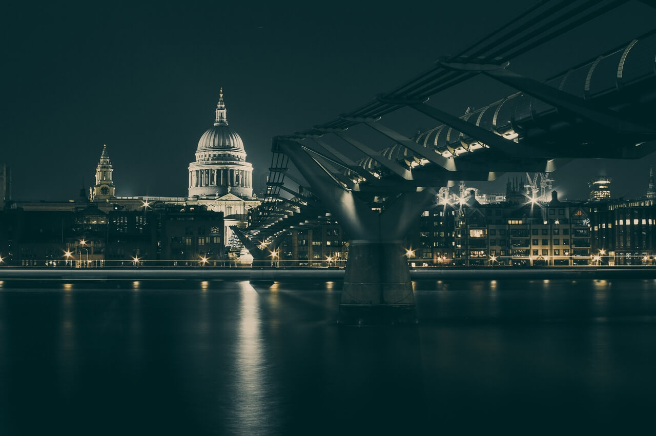 london night millenium bridge